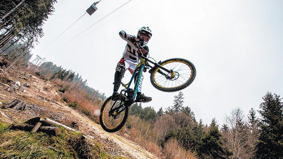 Für die Downhiller gelten künftig neue Regeln, wenn sie mit der Hungerburgbahn auf den Berg wollen. (Symbolfoto)