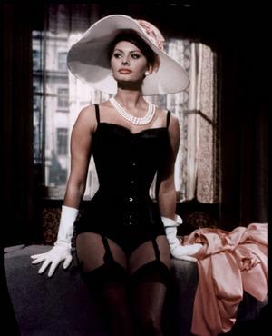 """Filmszene aus der britischen Liebeskomödie """"Die Millionärin"""" (1960) mit der Schauspielerin Sophia Loren."""