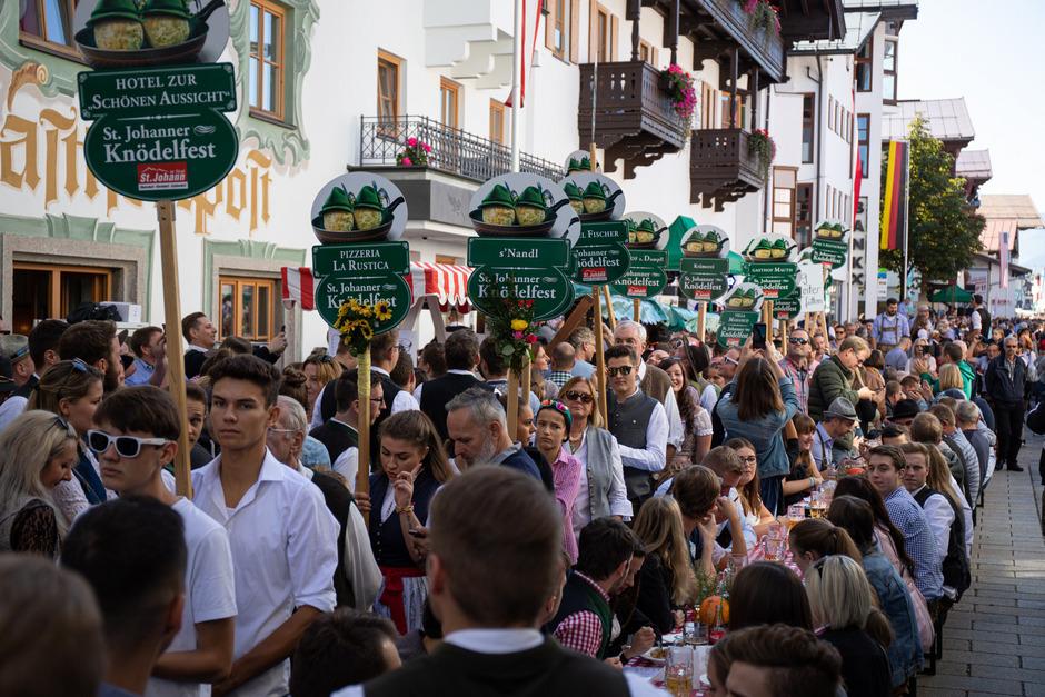 Tausende Besucher kamen wie jedes Jahr zum mittlerweile schon 38. Knödelfest nach St. Johann.