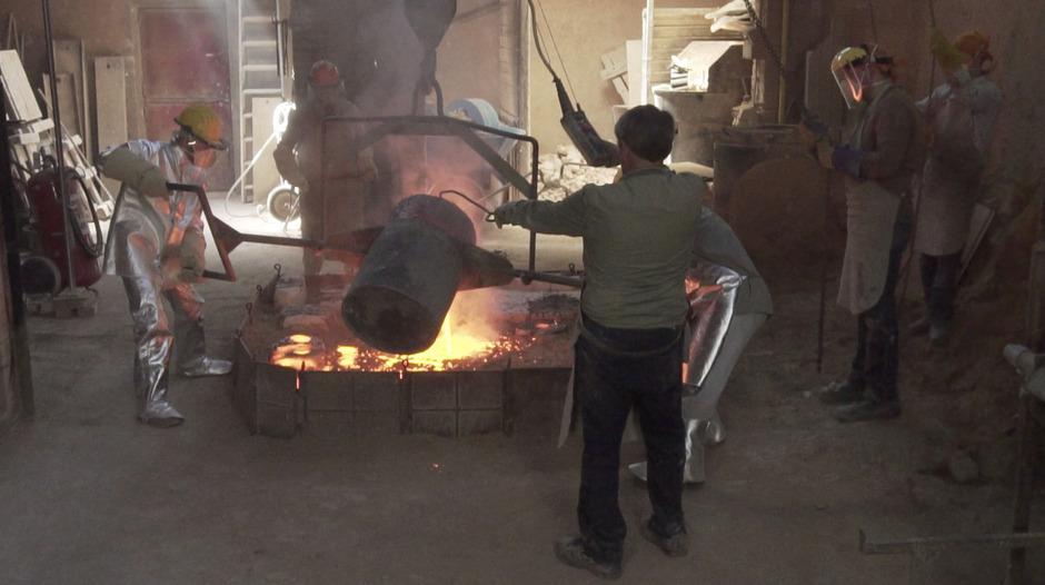 Das Gießen der Bronzestatue erfolgte in mehreren Arbeitsschritten. Die einzelnen gegossenen Teile wurden dann zusammengefügt.