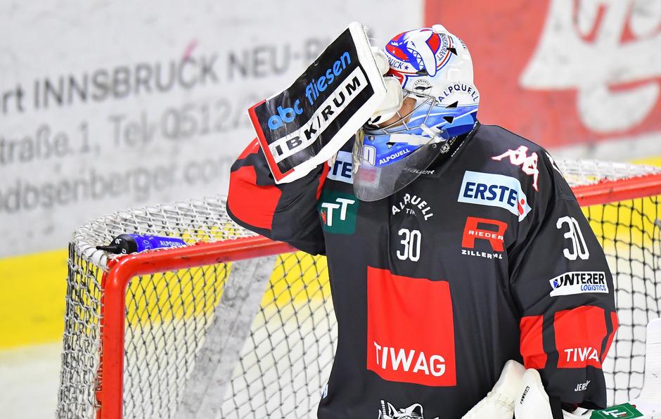 Den Haien mit Keeper C.J. Motte fehlt aktuell in der noch jungen Erste-Bank-Eishockey-Liga-Saison der Durchblick.
