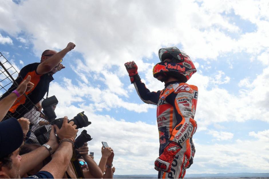 Ließ sich von seinen Fans feiern: Marc Marquez.