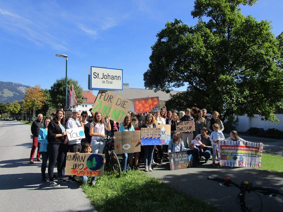 """In St. Johann (oben) und Kitzbühel gab es eine Veranstaltung zu """"Austria for Future – dein Ort für die Zukunft""""."""