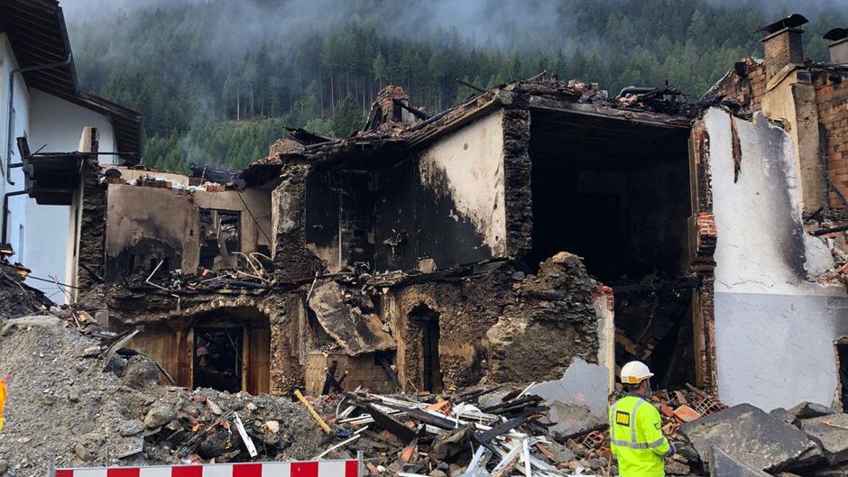 Am Tag nach dem verheerenden Unglück geht die Ursachenforschung weiter.