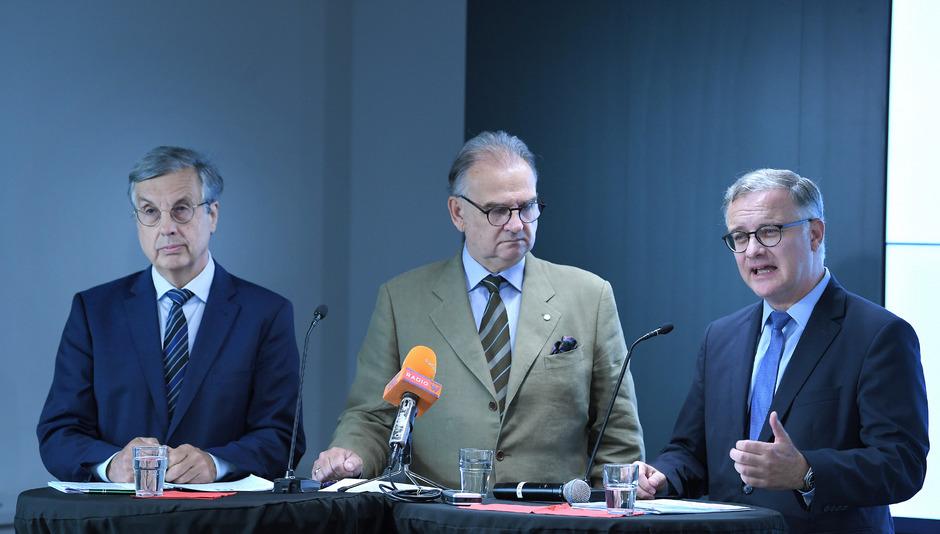 Die Medizin-Uni-Rektoren Samonigg, Fleischhacker und Müller orten eine falsche Strategie.