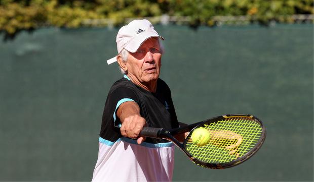 Max Sturm griff auch wenige Tage vor seinem 88. Geburtstag noch zum Schläger.