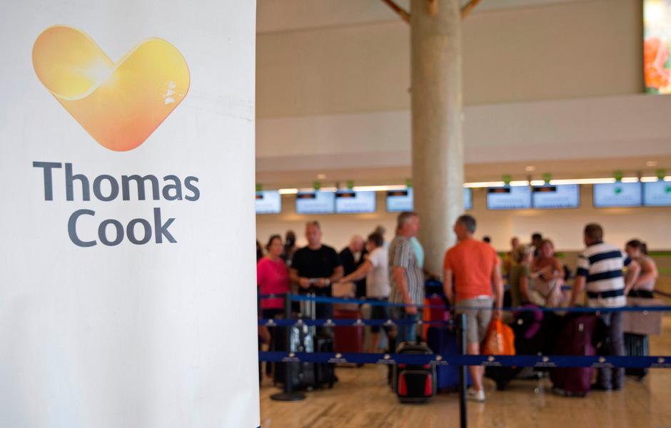 An vielen Flughäfen müssen sich gestrandete Urlauber nach der Thomas-Cook-Pleite um ihre Heimreise kümmern.