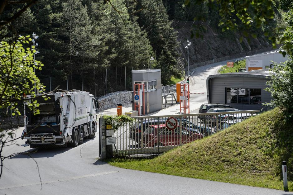 Die Deponie im Ahrental ist mit einem Gesamtausbauvolumen von ca. 3,6 Mio. Kubikmetern die größte ihrer Art in Tirol. 700.000 Kubikmeter sind dabei für Baurestmassen und verunreinigte Böden vorgesehen.