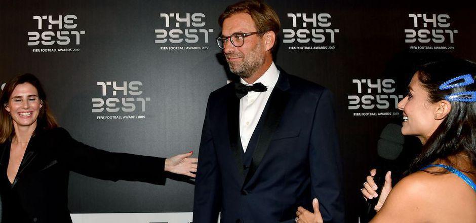 So richtig wohl schien sich Jürgen Klopp bei der Gala in der Mailander Scala nicht zu fühlen. Der Liverpool-Trainer nutzte seinen großen Moment, um sich in den Zweck der guten Sache zu stellen.