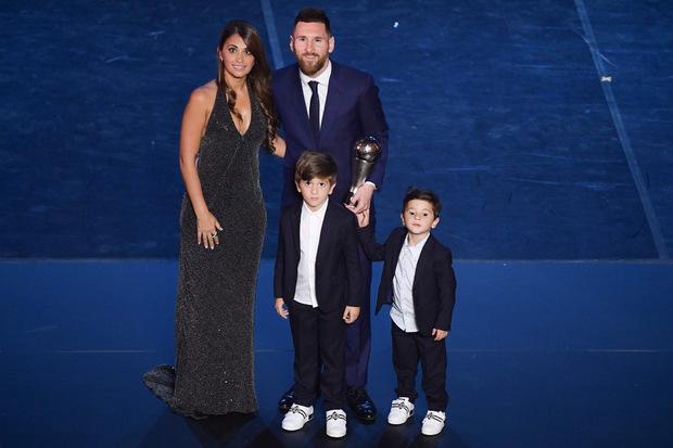 Weltfußballer Lionel Messi feierte mit seiner Familie den sechsten Titel - Rekord!