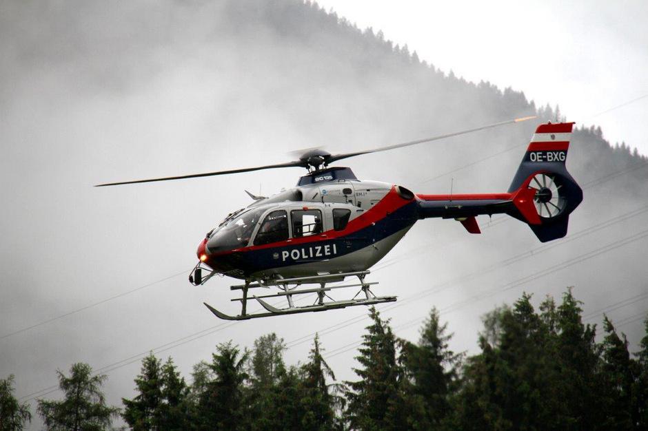 Auch ein österreichischer Polizeihubschrauber ist an der Suche nach dem vermissten Flugzeug beteiligt. (Symbolfoto)