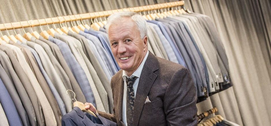 Peter Klingler, der längstgediente Mitarbeiter in der Anichstraße, hat Kunden 48 Jahre lang beraten.