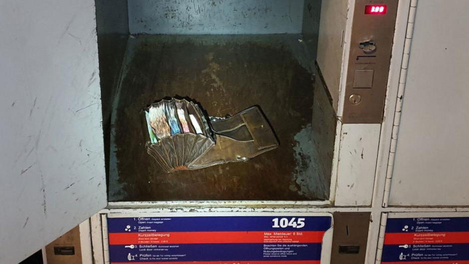 So fand die 19-Jährige die prallgefüllte Geldbörse des Wiesnkellners in einem offenen Schließfach am Hauptbahnhof.