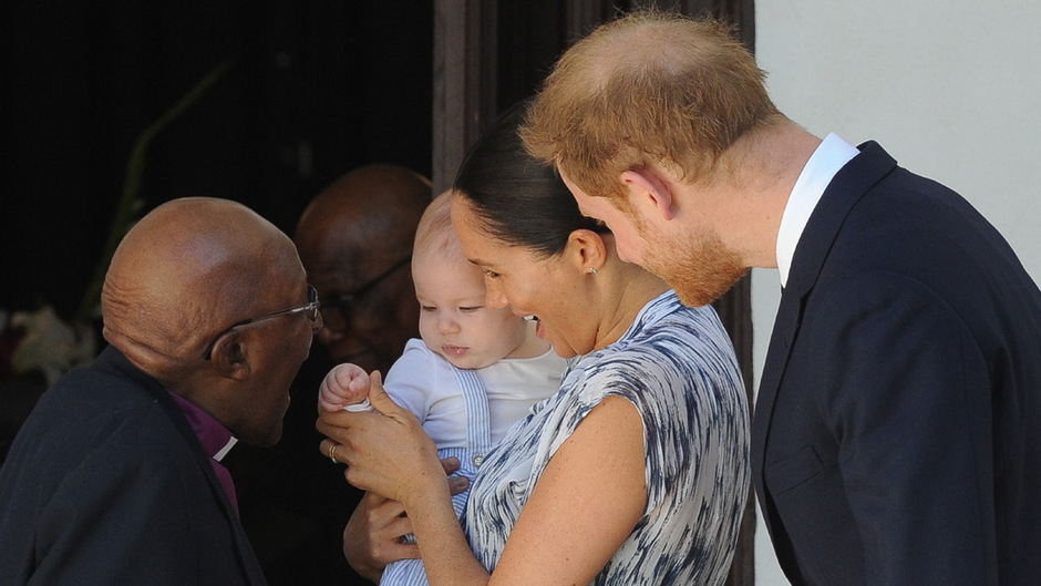 Friedensnobelpreisträger Desmond Tutu begrüßte Archie und seine Eltern.