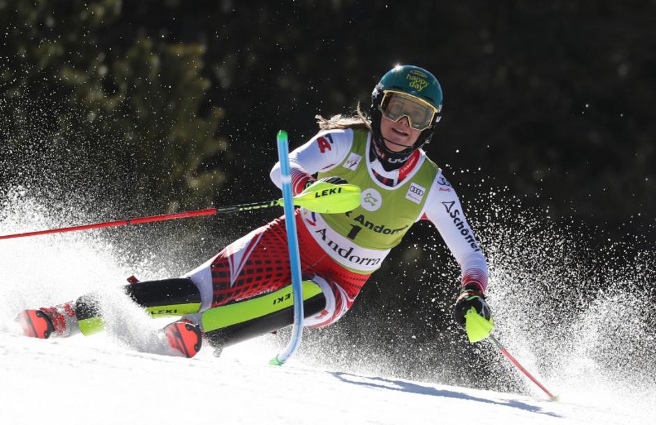 Katharina Liensberger könnte den Saisonauftakt in Sölden verpassen.