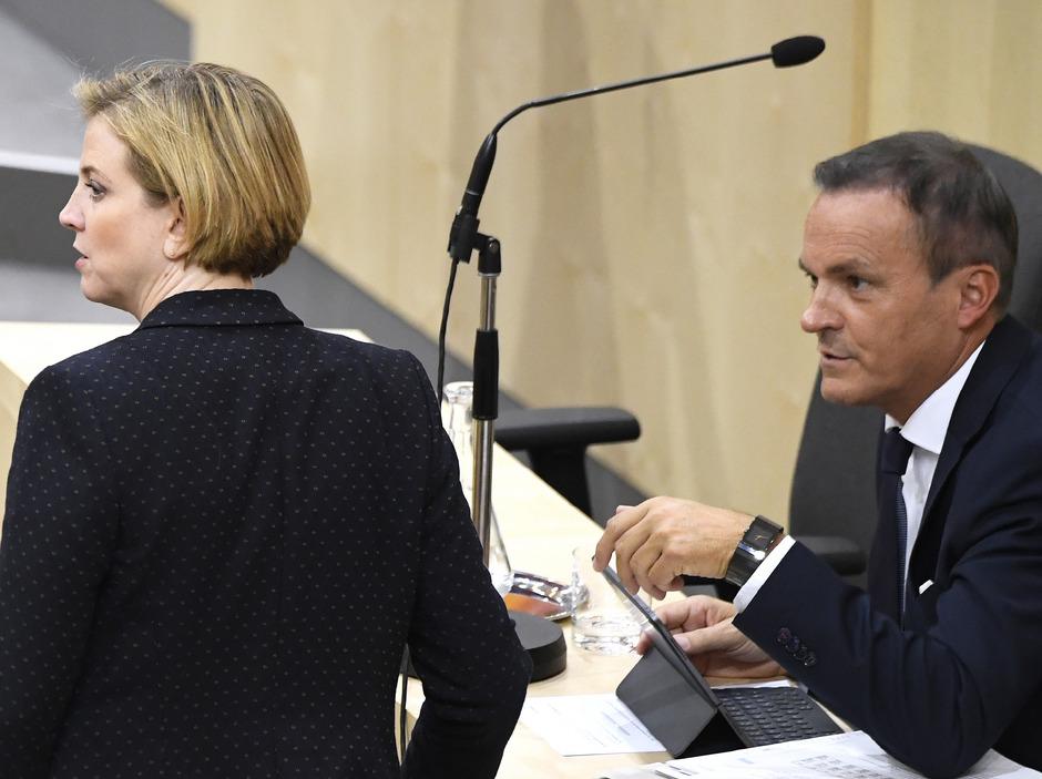 NEOS-Chefin Beate Meinl-Reisinger und Finanzminister Eduard Müller.