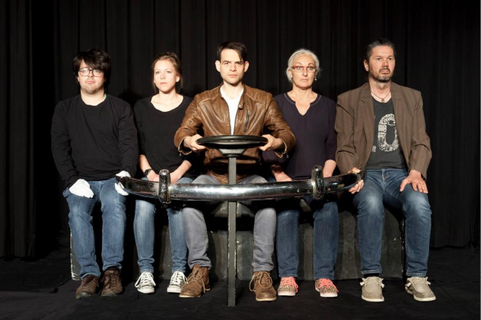 Mathias Wilhelm, Stefanie Bauer, Peter Mair, Andrea Reich, Martin Flür und Helmuth Maier stehen auf der Bühne.