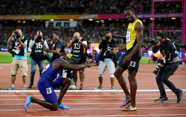 Vor zwei Jahren in London: 100-m-Weltmeister Justin Gatlin verbeugte sich vor Usain Bolt.