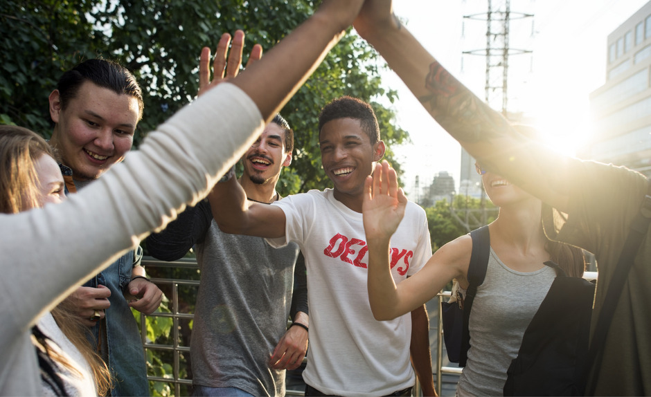 Der regelmäßige Kontakt mit Freunden im echten Leben – und nicht nur digital – wird bei den Jugendlichen großgeschrieben.