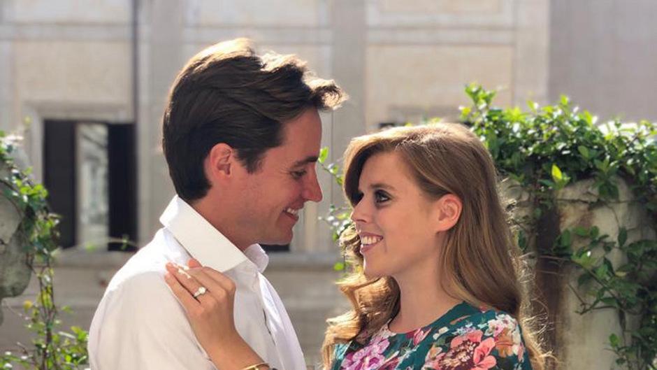 Ihre Verlobung geben bekannt: Prinzessin Beatrice und Edoardo Mapelli Mozzi.
