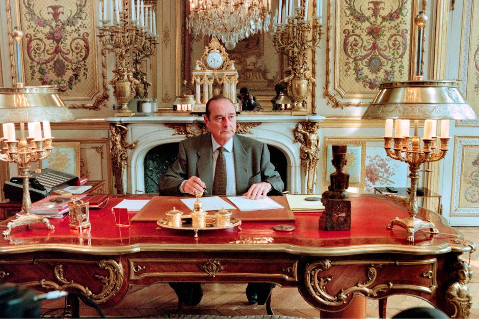 Präsident Chirac 1996 in seinem Büro im Elysee-Palast.