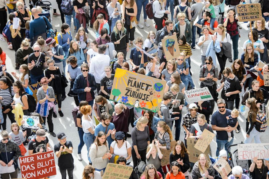 In Innsbrucken demonstrierten 16.000 bis 18.000 Menschen für mehr Klimaschutz.