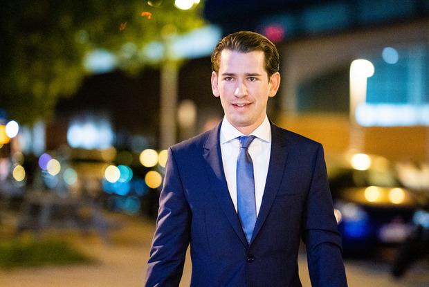Sebastian Kurz schließt inhaltlich an die türkis-blaue Koalition an und grenzt sich von Ex-FPÖ-Minister Herbert Kickl scharf ab.