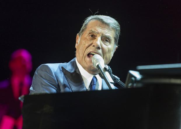 """Udo Jürgens beim Konzert der """"Mitten im Leben-Tournee"""" am 2. Dezember 2014 in Salzburg."""