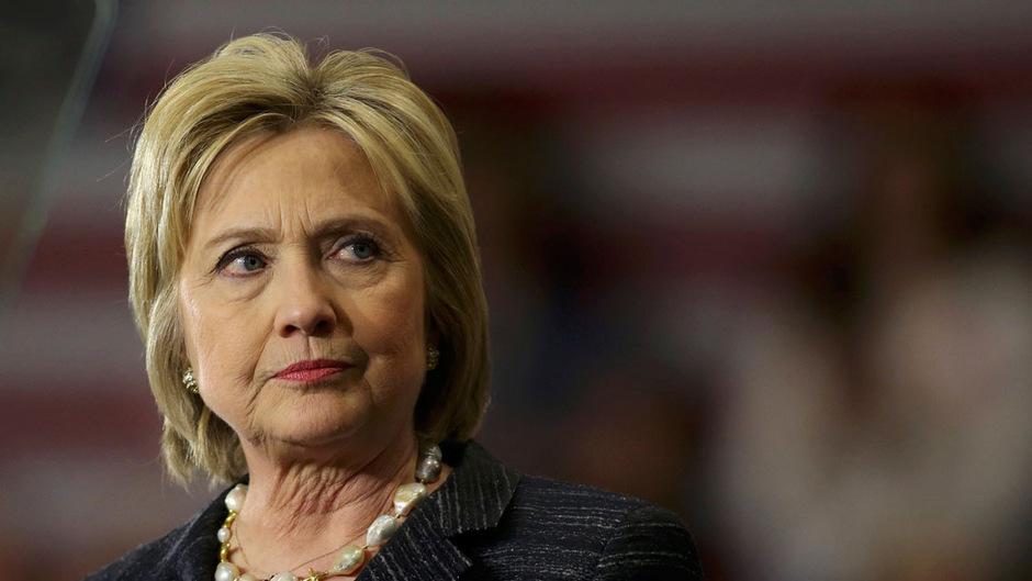 US-Präsidentschaftsanwärterin Hillary Clinton liegt in den Umfragen vorn, was viele Demokraten an einen Sieg im Kampf um den Senat glauben lässt. Doch die Meinungsforscher schießen plötzlich Warnsalven in Richtung der Partei.