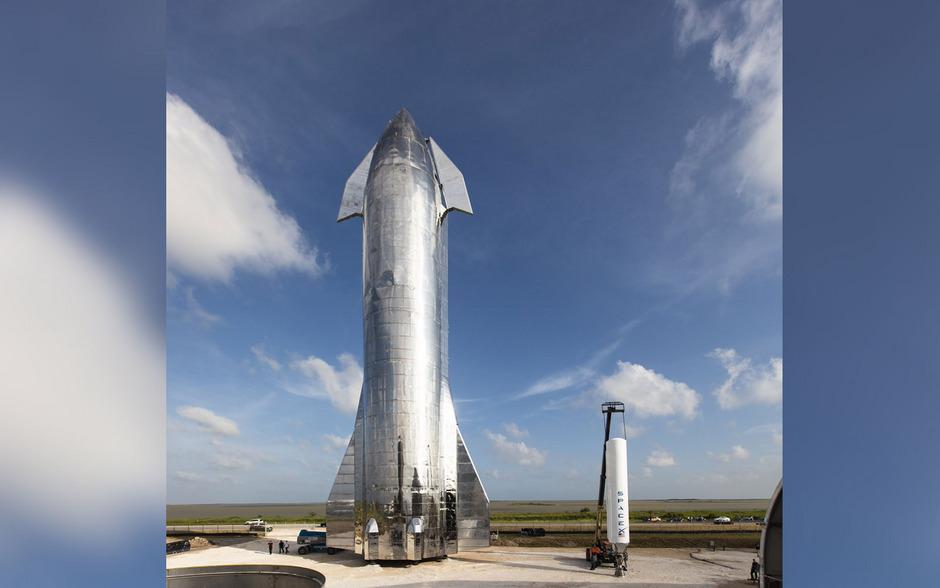 Das neue SpaceX-Raumschiff soll zu jedem Ort im Sonnensystem fliegen können und wiederverwendbar sein.