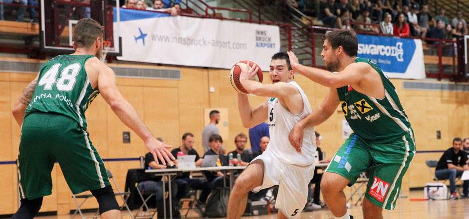 Vor 450 Zuschauern unterlagen die Swarco Raiders (mit Nemanja Markovic, weiß) Dornbirn 71:92.