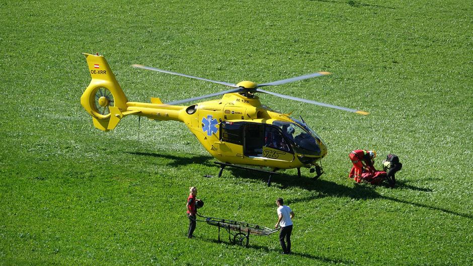 Das Kind wurde vom Notarzthubschrauber ins Bezirkskrankenhaus Schwaz eingeliefert.