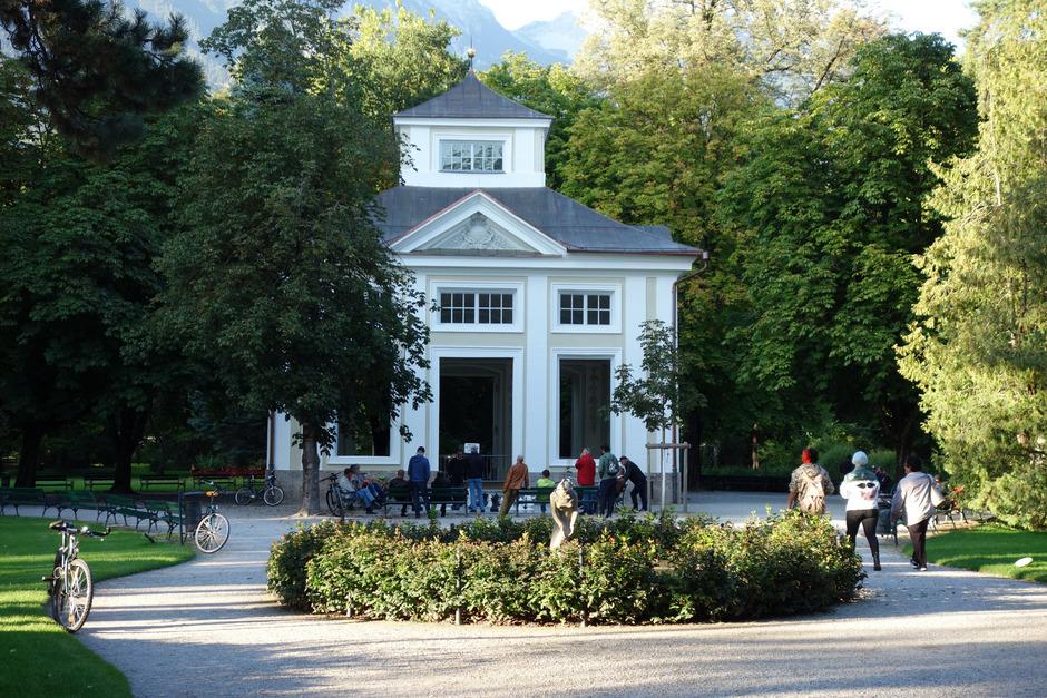 Der Musikpavillon im Innsbrucker Hofgarten erhält Türen und Fenster – nicht zuletzt wegen neu entdeckter Malereien.