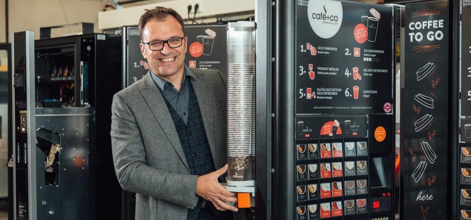Firmenchef Fritz Kaltenegger: Die Österreicher drücken sich jeden Arbeitstag zwei Millionen Portionen aus den Cafe+Co-Automaten.