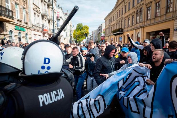 Ultrarechte verbreiteten am Wochenende im polnischen Lublin homophobe Parolen. Es kam zu Zusammenstößen mit der Polizei.
