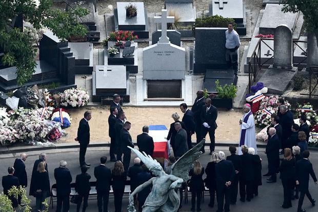 Im Familienkreis wurde Chirac nach der Trauerfeier beigesetzt.