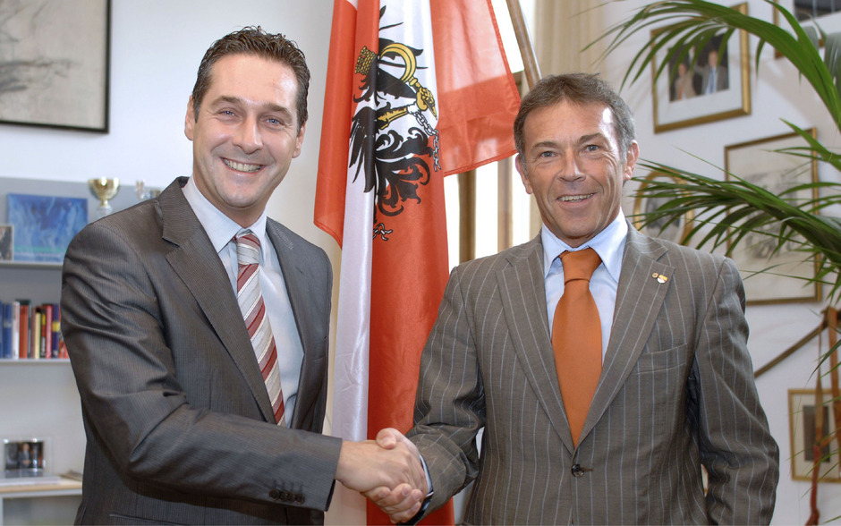 Vizakanzler Heinz-Christian Strache und der frühere Kärntner Landeshauptmann Jörg Haider auf einem Foto vom 8. Oktober 2008: Die beiden ehemaligen Obmänner der Partei prägten ihre Geschichte am meisten.