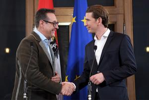 Am Höhepunkt seiner Karriere war Strache als Vizekanzler in der türkis-blauen Regierung.