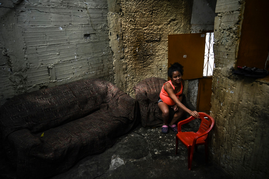 "Kaum noch Lebensmittel, aber die höchste Inflation: Zwei Juristinnen flohen aus Venezuela ins Innsbrucker Rotlichtmilieu.<span class=""TT11_Fotohinweis"">Symbolfoto: AFP/Juan Barreto</span>"