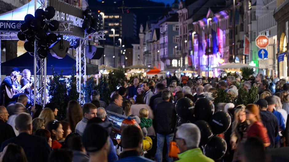 Die Innsbrucker Einkaufsnacht lockt Jahr für Jahr Zehntausende Besucher an.