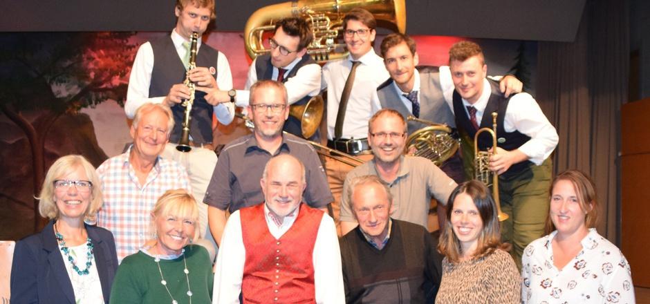 """Die Musiker von """"Blechreiz"""" gratulierten dem Team von """"Kultur1000"""" zum Jubiläum."""