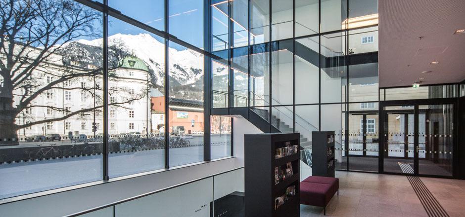 Die Firma Stahl- und Metallbau Hörburger GmbH aus Roppen realisiert für Auftraggeber aus dem privaten ebenso wie aus demGeschäfts- und öffentlichen Bereich Projekte jeder Größenordnung wie das Haus der Musik Innsbruck.
