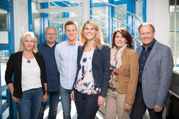Betriebsübergabe bei Hörburger (v.?l.): Ursula, Kurt und Thomas Hörburger mit Sabrina, Vroni und GF Manfred Hörburger.