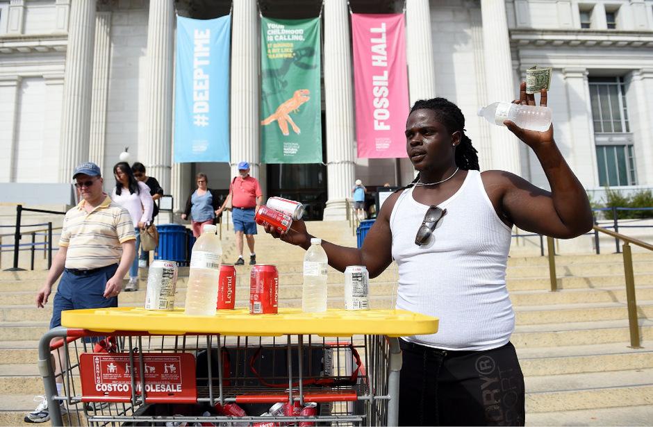 Dieser Straßenverkäufer machte angesichts der Hitze in Washington gute Geschäfte.