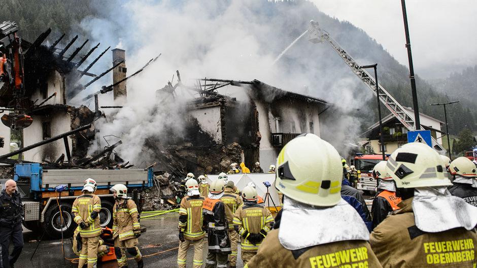 Durch die Wucht der Explosion wurde die Fassade des Supermarktes in St. Jodok komplett zerstört.