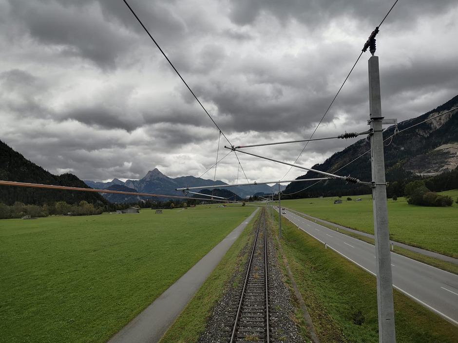 Zwischen Vils und der Grenze sind die Leitungen bereits montiert.