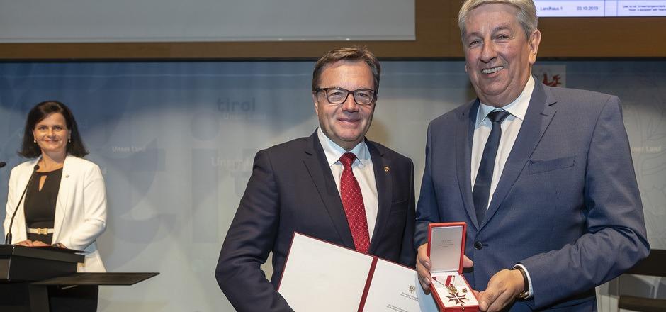 TT-CR Mario Zenhäusern erhielt das Goldene Ehrenzeichen.