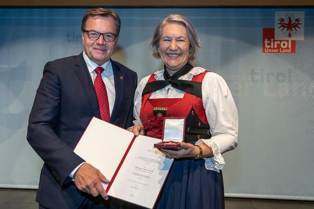 Galeristin Philomena Maria Maier erhielt das Österreichische Ehrenkreuz.