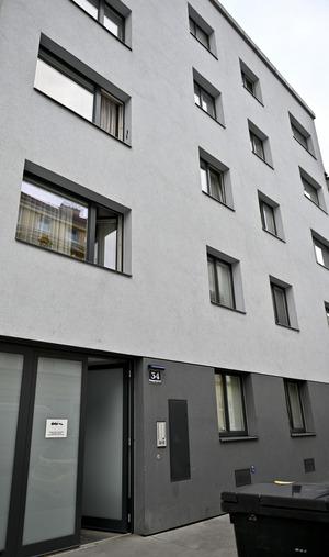 Die Kühltruhe stand im Keller dieses Mehrparteienhauses in Wien.