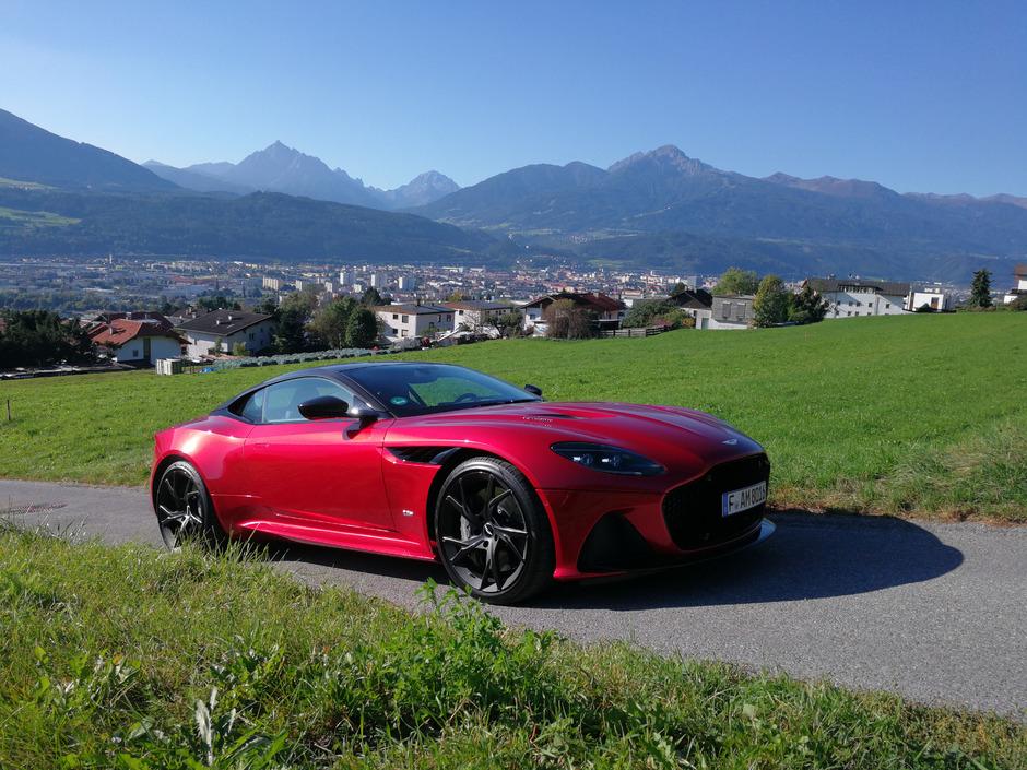 Mischung aus Gran Turismo und Supersportwagen: der Aston Martin DBS Superleggera.